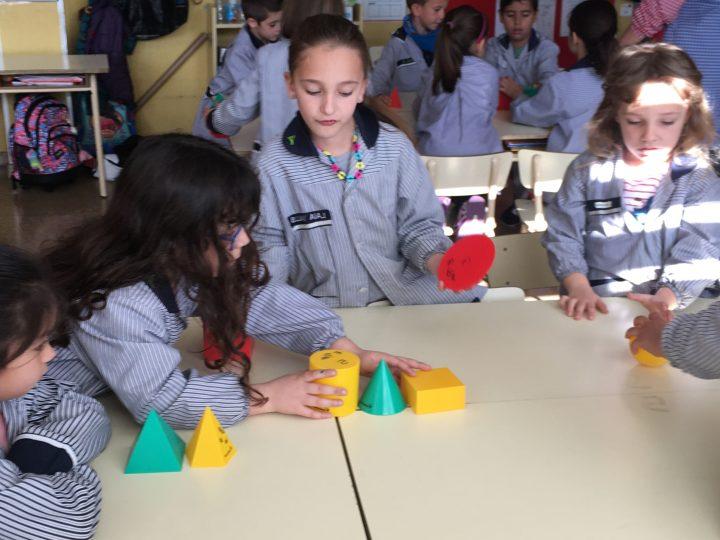 Descobrim els cossos geomètrics a primer